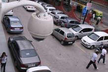 CCTV में दिखी जीरो फिगर चोरनियां, स्वीट शॉप ने दिया गच्चा