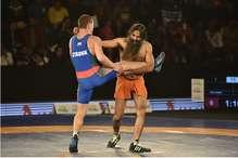 ...जब बाबा रामदेव ने ओलंपिक मेडलिस्ट को पटक दिया
