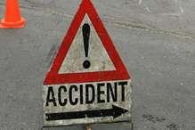 सड़क हादसा: ट्रक की चपेट में आने से तीन युवकों की मौत
