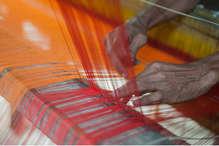 देश में बढ़ गए खादी के दीवाने, नोटबंदी में भी जमकर बिक्री