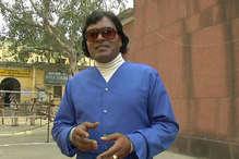 ये हैं जूनियर 'राजेश खन्ना', अनोखे अंदाज में वोटरों को कर रहे प्रोत्साहित