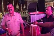 इस पुलिसवाले का गाना हुआ वायरल, रणदीप हुड्डा भी हुए दीवाने