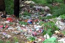रंझाणा के जंगल में लगे कूड़े-कचरे के ढेर, सैंकड़ों की आबादी पर एक कूडा डंपर तक नहीं