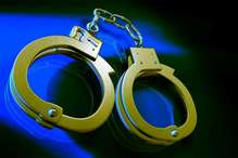 फर्जी दस्तावेजों पर करोड़ों का लोन लेने वाला इनामी दंपति गिरफ्तार