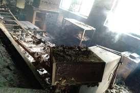 डुमरी विहार रेलवे स्टेशन पर नक्सलियों का हमला, स्टेशन और इंजन में लगाई आग