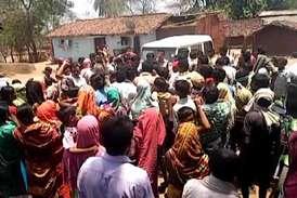 बच्ची की मौत से गुस्साए ग्रामीणों ने एसडीएम को घेरा, मांग पूरी होने पर छोड़ा