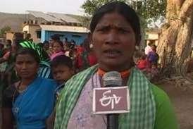 मुंगेली में आदिवासी लगा रहे पैसे के लिए बैंक का चक्कर, नहीं हो रहा भुगतान