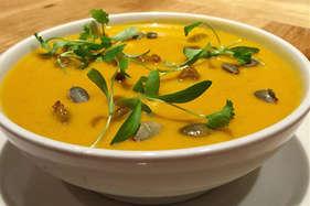 रेसिपी: टमाटर का सूप हुआ पुराना अब 'पम्पकिन का सूप' आजमाना
