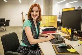 ऑफिस में ऐसे कपड़ों में महिलाएं दिखेंगी स्टाइलिश!