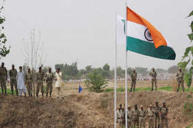 देखें: भारत में है ये अद्भुत जगह, जहां पाकिस्तानी रेंजर आकर झुकाते हैं सिर, करते हैं सैल्यूट!