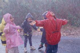 बारिश के मौसम में बच्चों को ऐसे रखें हेल्दी