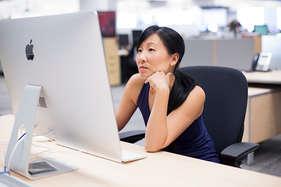 दफ्तर में काम करते वक्त करें ये व्यायाम, शरीर को मिलेगा आराम