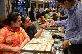 दिवाली पर ग्राहकों के लिए खुशखबरी...सोना हुआ सस्ता!
