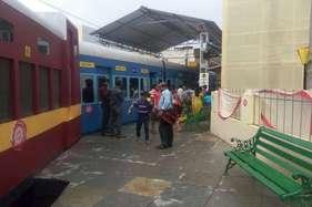 एक ऐसा 'रेलवे स्टेशन' जो सिर्फ दुर्गा पूजा के लिए बना है!