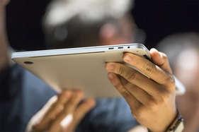 ऐपल ने सबसे पतला, सबसे हल्का नया मैकबुक प्रो लांच किया, ये हैं इसके फीचर्स