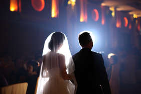इस लड़की से शादी करने पर दूल्हे को मिलेंगे 12000 करोड़!