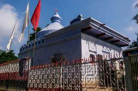 ...यहां मजार पर चढ़ाया जाता है मंदिर का झंडा!