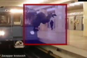 देखें: जानलेवा खेल का हैरतअंगेज वीडियो, ...जब हाई स्पीड ट्रेन के सामने कूदा शख्स