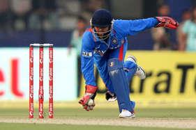 देखें: किसी फिल्मी कहानी से कम नहीं है इस भारतीय खिलाड़ी का क्रिकेट करियर