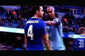 देखें: जब फुटबॉल के मैदान पर दो फेमस क्लब के खिलाड़ियों के बीच हुई हाथापाई