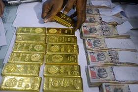 पंडितों के घर छापे में मिला लाखों का सोना, कालसर्प की पूजा कराते थे