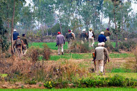 पंजाब-हिमाचल की सीमा पर सेना की वर्दी में दिखे हथियारों से लैस पांच संदिग्ध, हाई अलर्ट जारी