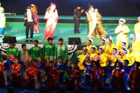स्कूल के वार्षिकोत्सव में छात्रों का मंत्रमुग्ध कर देने वाला डांस
