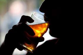 हाइ ब्लड प्रेशर और दिल के मरीज सर्दी से बचने के लिए न लगाएं शराब के पैग
