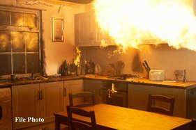 यहां घरों से निकलती हैं आग की लपटें, लोगों में दहशत
