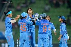 भारतीय महिला टीम ने भी पाक को पीटा, एशिया कप टी20 खिताब जीता