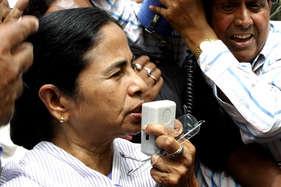 आधे घंटे तक 'अटका' रहा ममता का विमान, टीएमसी ने कहा- हत्या की साजिश थी
