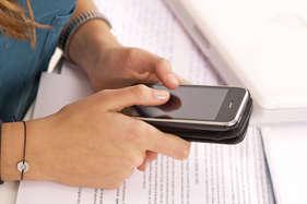 2017 में भारत में 65 फीसदी बढ़ेंगे मोबाइल धोखाधड़ी के मामले