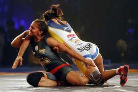 गीता फोगाट की ललकार, अब 'दंगल' में साक्षी को पटकने के लिए हूं तैयार