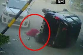 देखें: दिल्ली में हुए कार एक्सीडेंट का दिल दहलाने वाला ये वीडियो