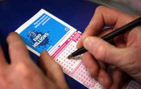 कूड़ेदान से मिला जीती हुई 55 लाख रुपये की लॉटरी का टिकट!