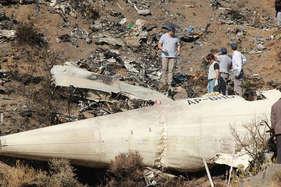 विमान दुर्घटना का पता लगाने के लिए पाकिस्तान कब्र खोदकर निकालेगा पायलटों के शव