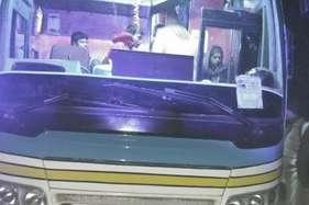लग्जरी बस में लूटपाट, विरोध करने पर बदमाशों ने मारी गोली