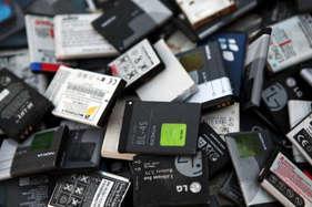 क्या आप जानते हैं स्मार्टफोन और टैबलेट्स का बैटरी से निकलती हैं जहरीली गैसें?
