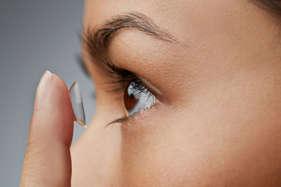 कांटैक्ट लेंस के मुकाबले चश्मे को क्यों दे प्राथमिकता?
