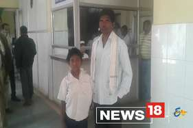 छात्र के बिना कंघी किए स्कूल आने पर झल्लाई टीचर, छड़ी से बुरी तरह पीटा