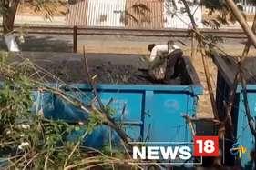 धनबाद रेल मंडल में पुलिस के सामने हो रही कोयले की लूट