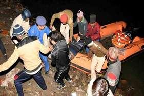पटना में मकर संक्राति पर मातम, गंगा में नाव डूबने से 25 की मौत, कई लापता