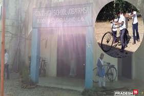 स्कूल में पानी भरने और झाड़ू-पोंछा करने को मजबूर आदिवासी बच्चे
