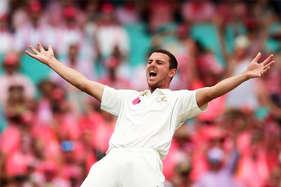 बॉलिंग करते हुए क्रिकेटर की एक उंगली 'गायब', फोटो हुई वायरल