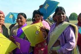पतंग महोत्सवः 'बेटी बचाओ, बेटी पढ़ाओ' का संदेश देकर उड़ाई पतंगें