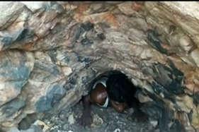 दंड पहाड़ी पर बनी इस अंधेरी गुफा के अंदर होती है वन बूढ़ी की पूजा