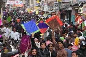 मकर संक्रांति: रात 2 बजे तक खुला पतंग बाजार, 15 करोड़ की पतंग-डोर बिक्री