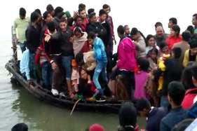लौटने की हड़बड़ाहट में 30 की क्षमता वाली नाव में थे 60 से ज्यादा लोग