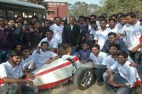 छात्रों ने बनाई रेसिंग कार, 4 सेकेंड में पकड़ लेती है 210 किलोमीटर की रफ्तार