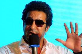 पाकिस्तान के तेज गेंदबाज वसीम अकरम के खिलाफ गिरफ्तारी वारंट